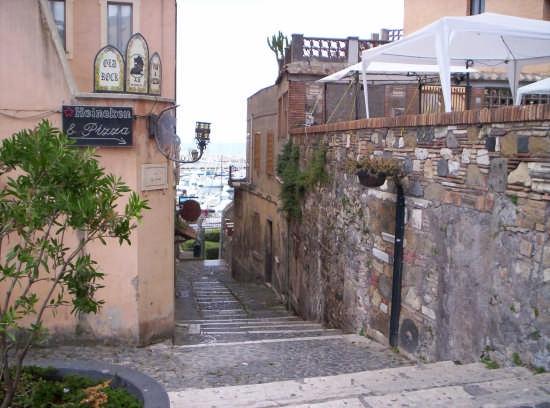 Scalinata al Borgo - Nettuno (3544 clic)