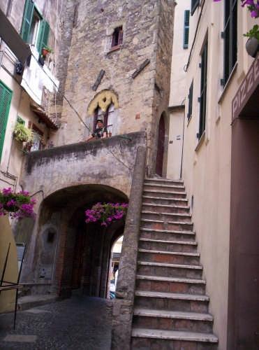 Antica strada con scalinata al Borgo  - Nettuno (4388 clic)