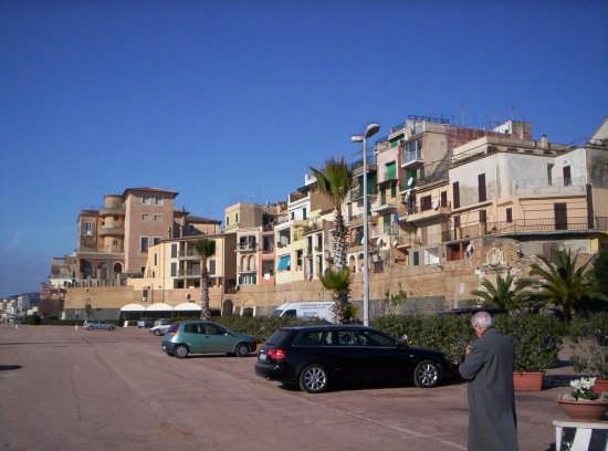 Nettuno il Borgo visto dal porto turistico (2512 clic)
