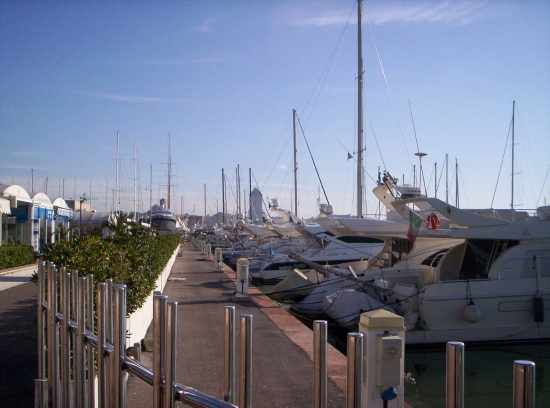 Nettuno il  porto turistico (3086 clic)