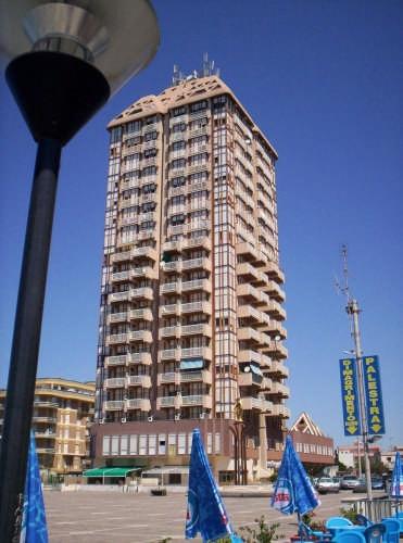 Il grattacielo - Nettuno (8857 clic)