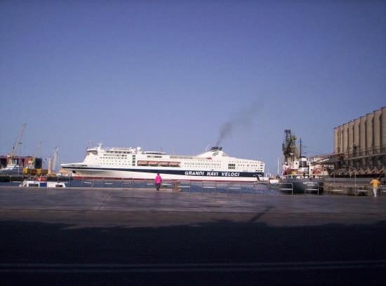Arrivo al porto della nave - Palermo (5413 clic)