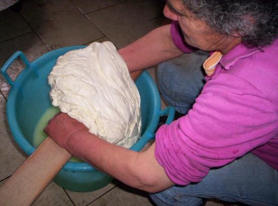 Produzione artigianale del formaggio - Paternò (6186 clic)