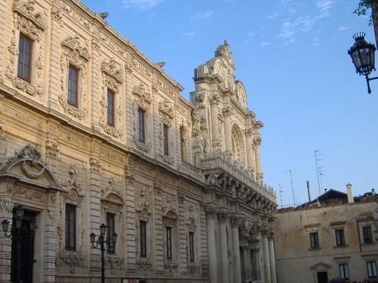 Palazzo dei Celestini a braccetto con Santa Croce  - Lecce (4574 clic)