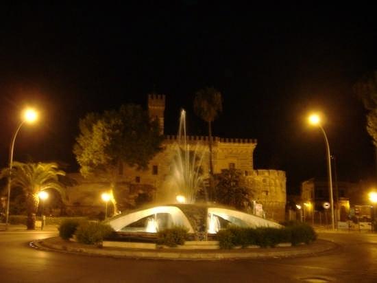 Piazza Castello - La Fontana - Nardò (9209 clic)