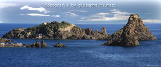 isola lachea con faraglioni - Aci trezza (3461 clic)