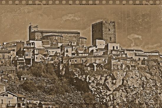 Castello Normanno XI secolo Motta Sant'Anastasia (2154 clic)