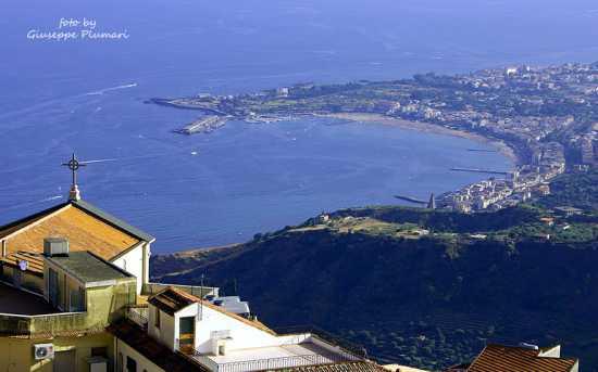 Giardini Naxos vista da Castelmola (5310 clic)
