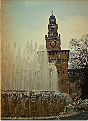 Piazza Castello - MILANO - inserita il 06-Feb-12
