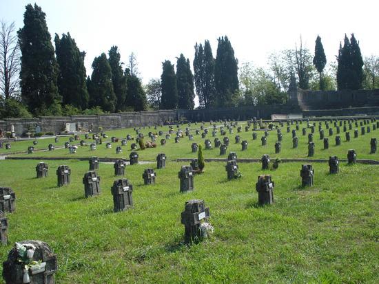 Il Cimitero Privato del Villaggio Crespi - Crespi d'adda (3709 clic)