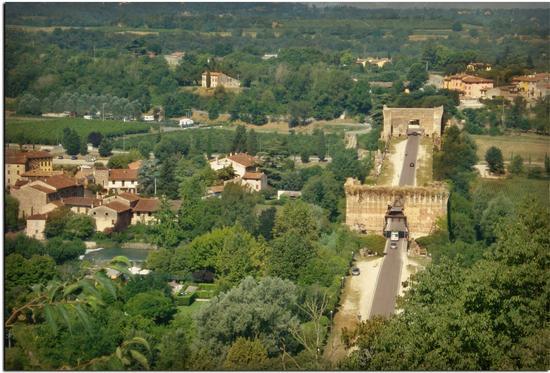 Il ponte Visconteo visto dal Castello Scaligero a - Valeggio sul mincio (1108 clic)