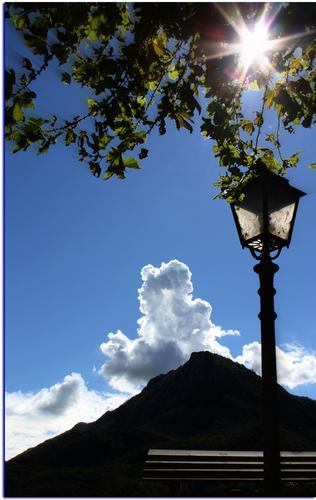 La Nuvola ed il lampione - Lecco (1864 clic)