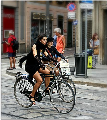 Pedalando.... - Milano (666 clic)