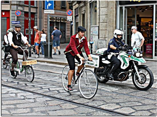 ....e pedalando. - Milano (650 clic)