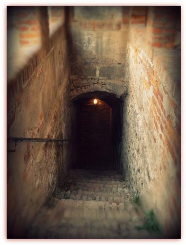 La via per le Segrete )la Rocca di Soncino) (2142 clic)