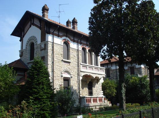 Una delle Ville nella zona residenziale del Villaggio Crespi - Crespi d'adda (2648 clic)