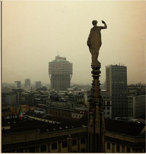 La Torre velasca dal Duomo di Milano (2196 clic)