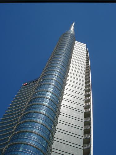 Una Torre a ciel sereno - Milano (641 clic)