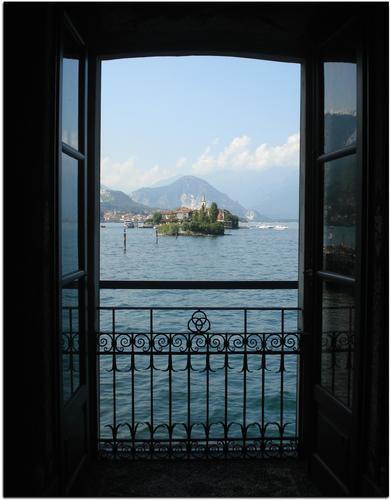 Dal Palazzo Borromeo -Isola Madre - Lago Maggiore - Stresa (4499 clic)