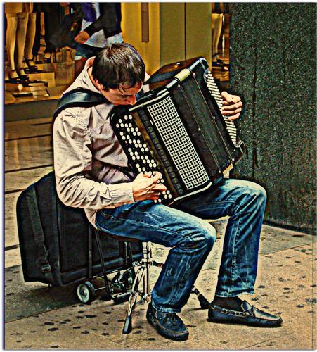 Musicista di Strada - Milano (1491 clic)