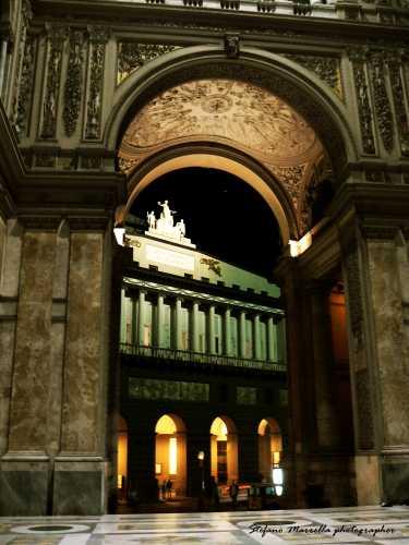 Galleria Umberto I - Teatro San Carlo - NAPOLI - inserita il 02-Apr-10