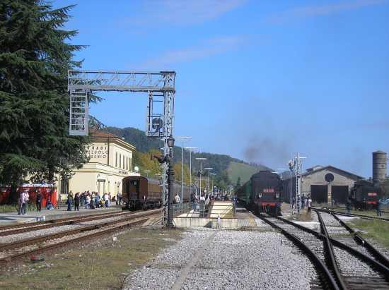 Stazione FF SS e i treni delle castagne - MARRADI - inserita il 30-May-10