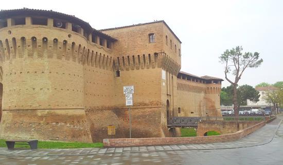 Rocca Albornoziana (bastioni e ponte levatoio) - Forlimpopoli (1879 clic)