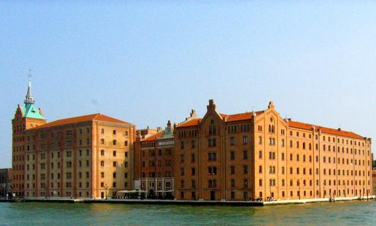 Mulino Stucky (ora splendido hotel della catena Hilton) (Venezia)Veneto (2980 clic)