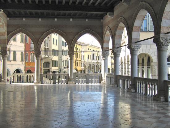 loggiato del Palazzo D'Aronco sede Municipale - Udine (2647 clic)