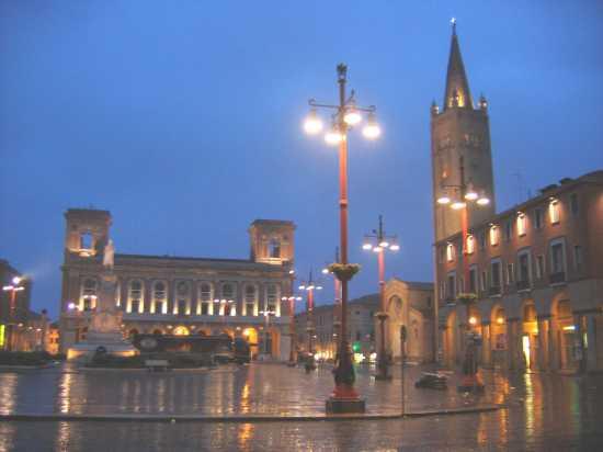 Piazza Saffi  - Forlì (4302 clic)