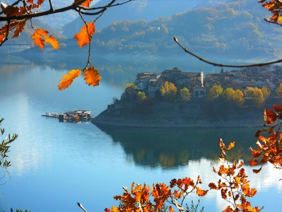 colori autunno - Castel di tora (627 clic)
