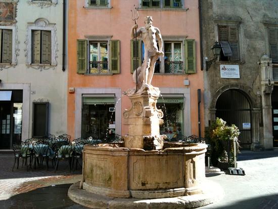 Rovereto - Piazza delle Erbe (3176 clic)