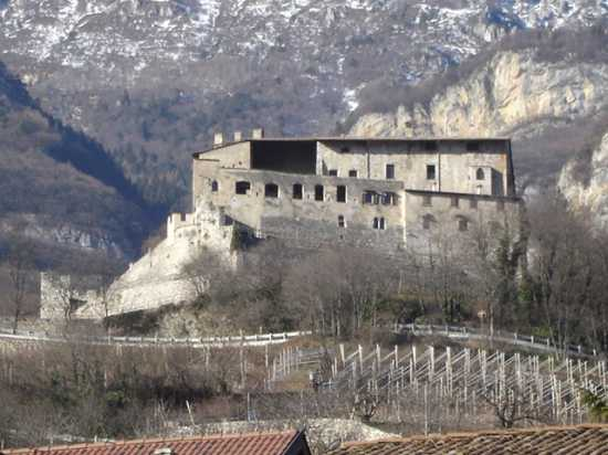 Castel Noarna - Nogaredo (3300 clic)