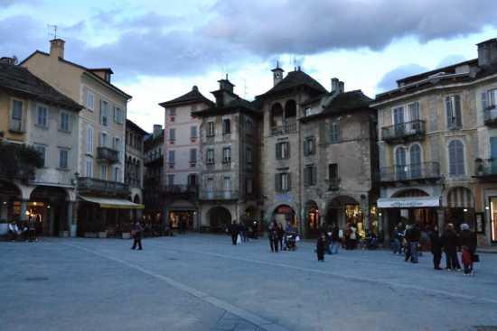 Piazza del Mercato  - Domodossola (5111 clic)