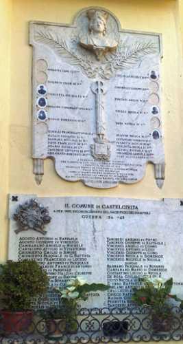 MONUMENTO AI CADUTI - Castelcivita (1897 clic)
