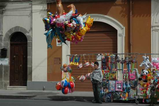 Il piccolo venditore di palloncini - Vizzini (6435 clic)