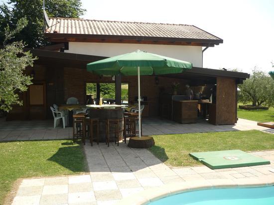 portico antistante piscina per aperitivi - Fano (2037 clic)