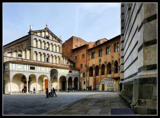 Cattedrale di San Zeno in piazza del Duomo - Pistoia (4891 clic)