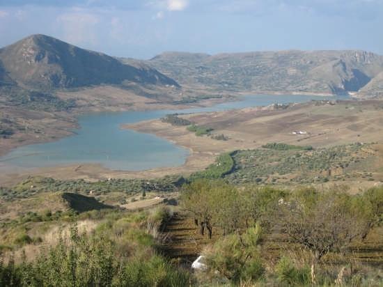 panoramica del lago di rosamarine di Caccamo (5555 clic)