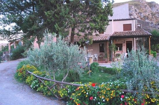 Struttura Ricettiva casa vacanze Santa Lucia caccamo (PA) (3284 clic)