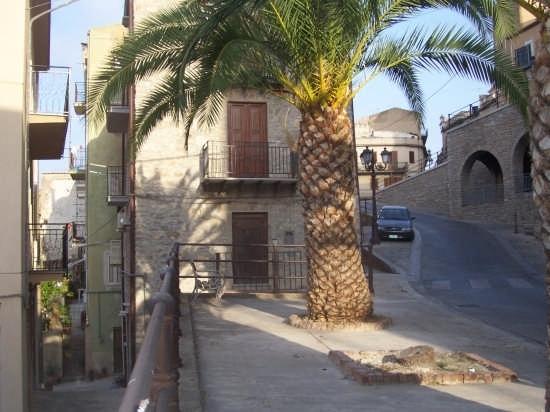 Particolare nel centro storico Caccamo (3008 clic)
