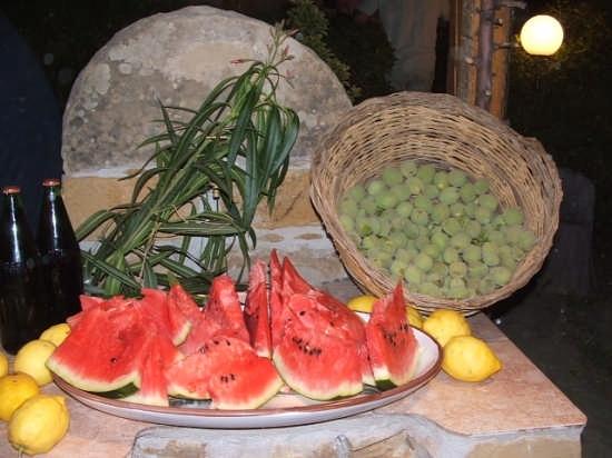 particolare frutta di stagione - Caccamo (3073 clic)