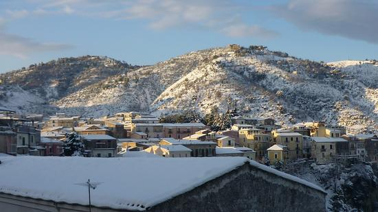 Tetti in Neve - Rossano dicembre 2010 (3465 clic)