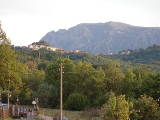 Roccagloriosa vista dalle Stalle di Giurò (1651 clic)