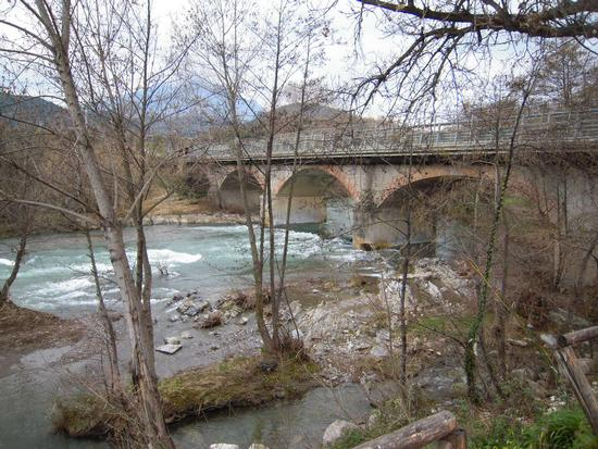 Ponte sul fiume Bussento - CAPITELLO - inserita il 27-Mar-11