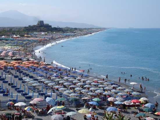 spiaggia di Scalea nel mese di agosto (6076 clic)