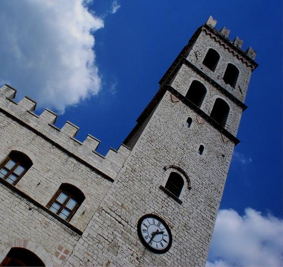 TORRE DEL POPOLO - Assisi (4074 clic)