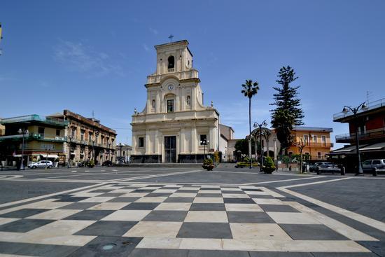 Piazza Lucia Mangano - San giovanni la punta (2202 clic)