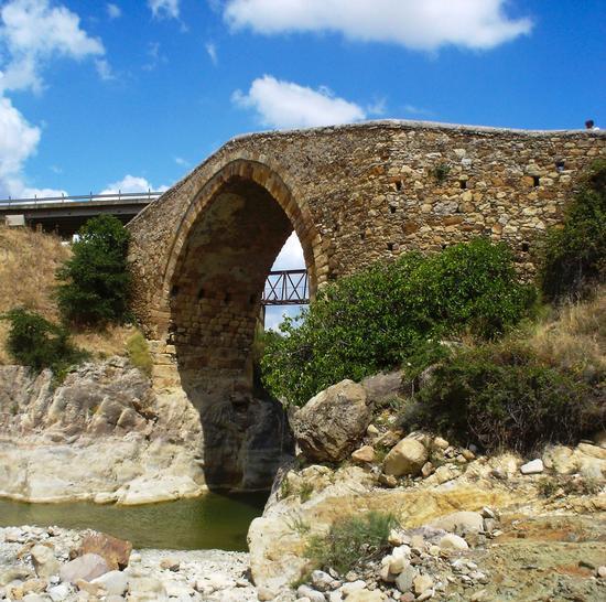 Ponte sul fiume Cerami - CERAMI - inserita il 02-Mar-11