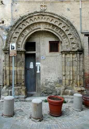 un piccolo portone in una bellissima cornice - Nicosia (2180 clic)